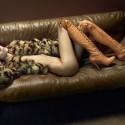 Túi xách hiệu giúp siêu mẫu Đan Mạch nude 100% mà vẫn kín