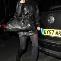 Túi xách tối màu, phong cách của Victoria Beckham